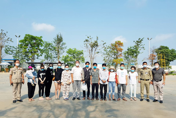 6 Vietnamese repatriated from Cambodia after recovery from COVID-19