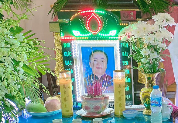 Vietnamese woman stages own funeral to evade debt collectors