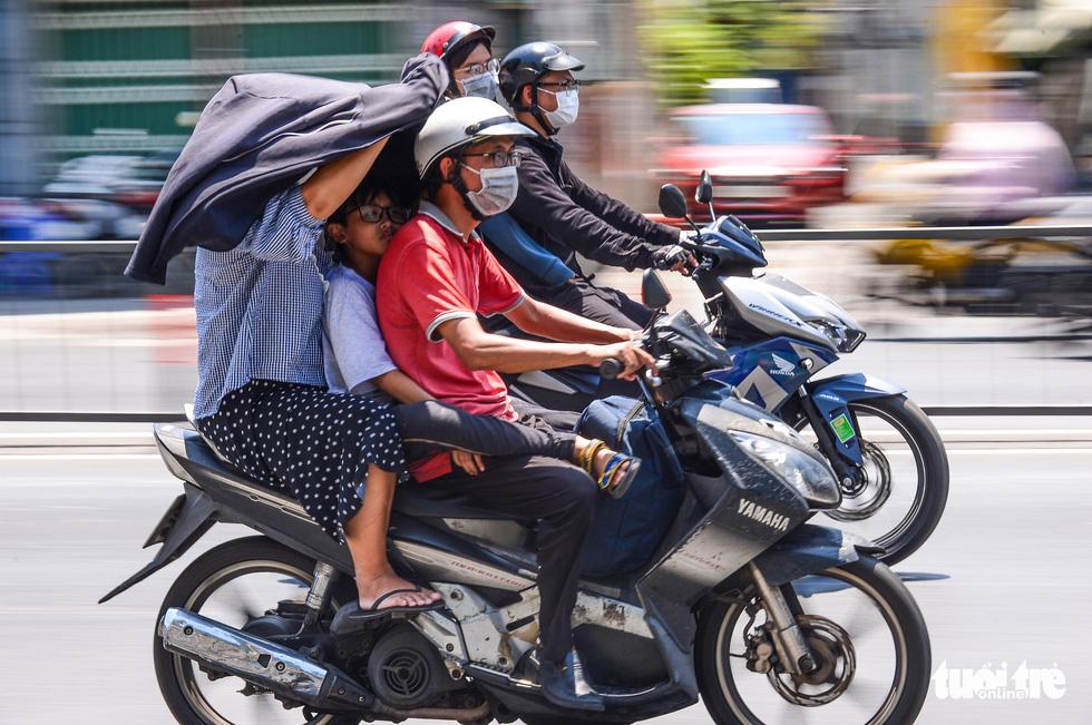 Temperatures to top 40 Celsius degrees as heatwave blankets Vietnam