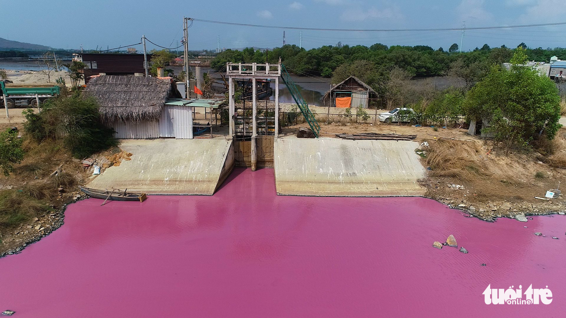 A lagoon turns into bright pink due to wastewater released from a facility producing fish feed in Ba Ria - Vung Tau Province, Vietnam, April 1, 2021. Photo: Manh Kha / Tuoi Tre