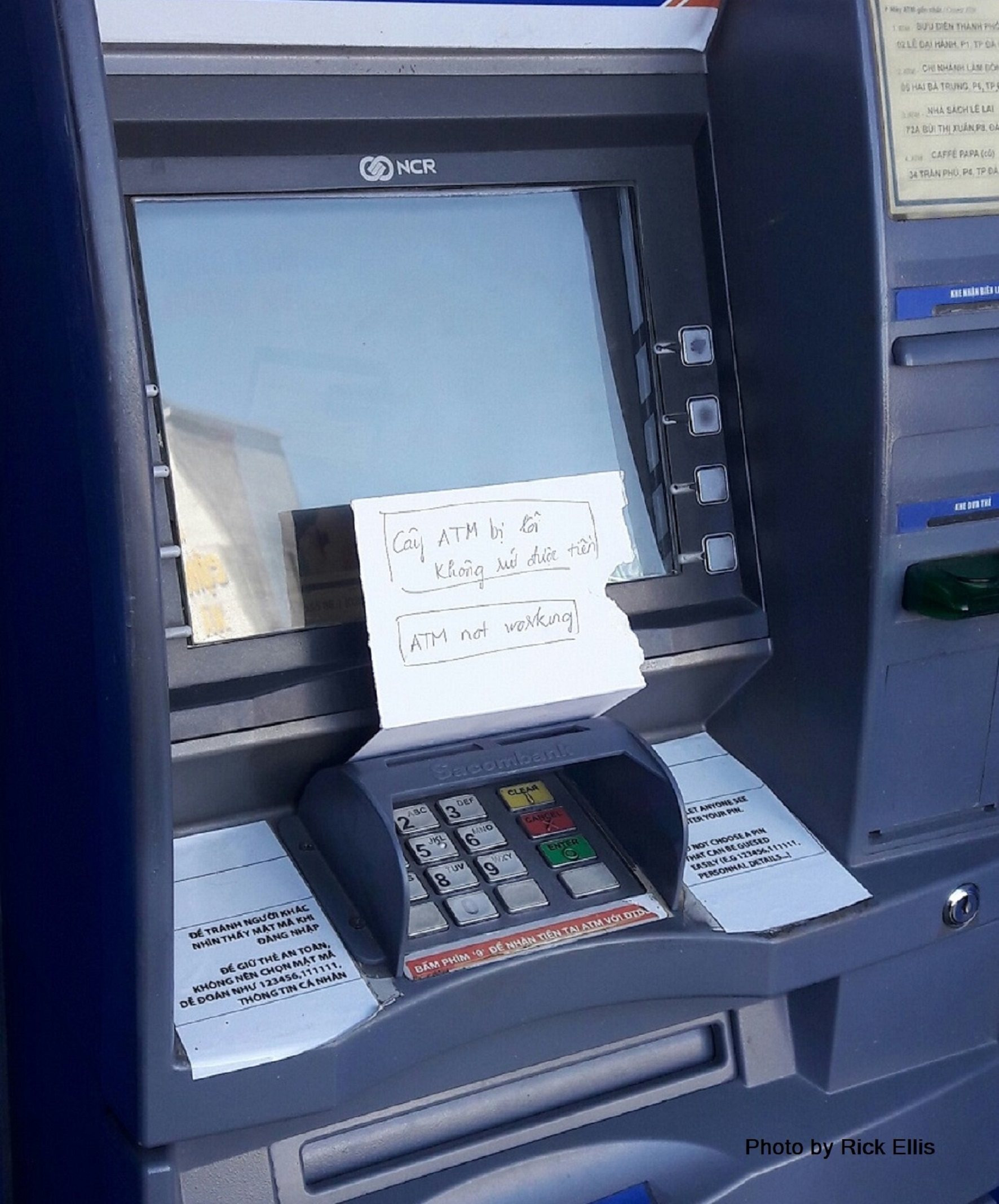Bilingual warning: 'ATM not working'