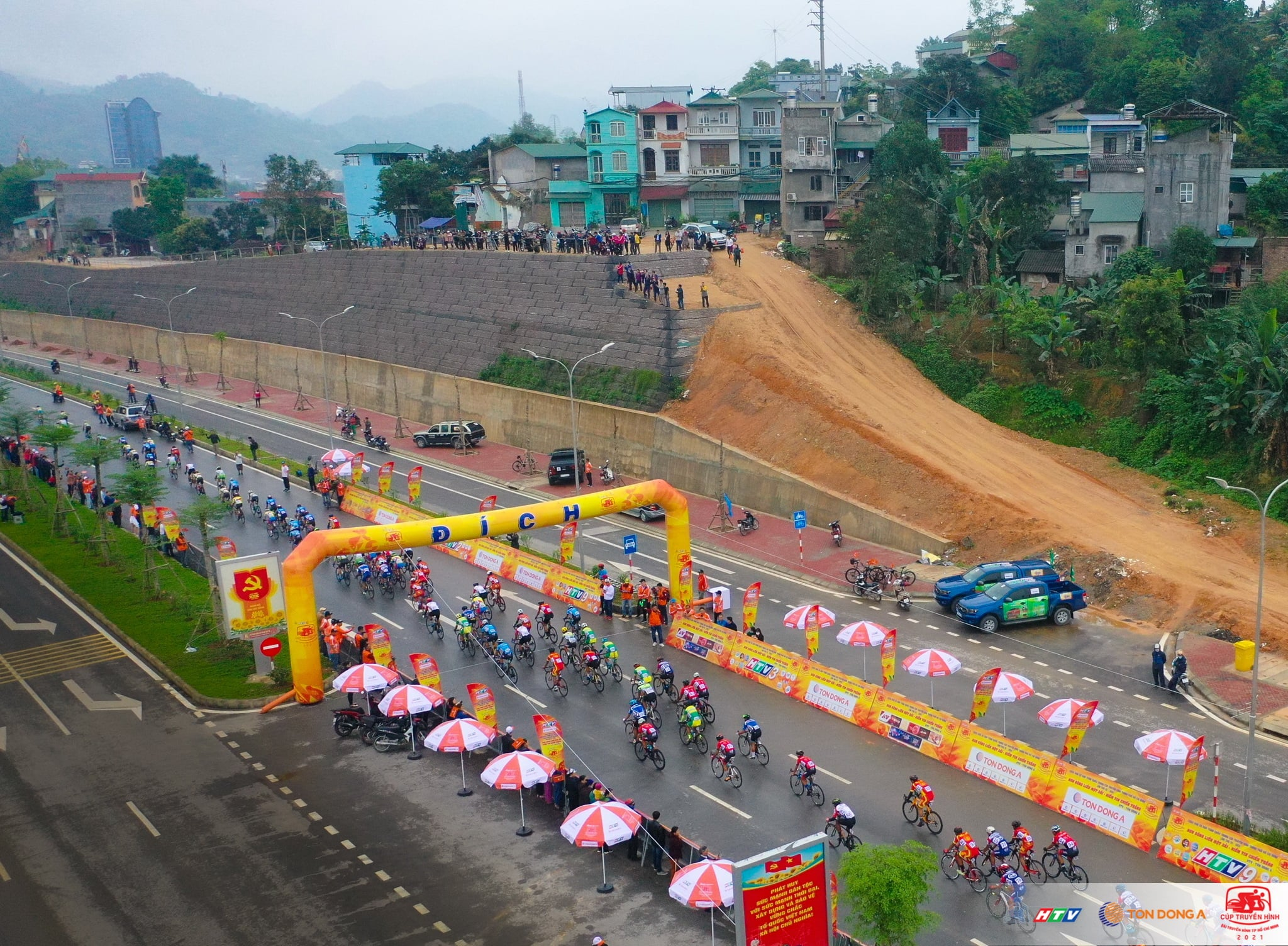 Cyclists compete in the first stage of the 33rd HTV Cup cycling race in Cao Bang Province, Vietnam, April 6, 2021. Photo: HTV