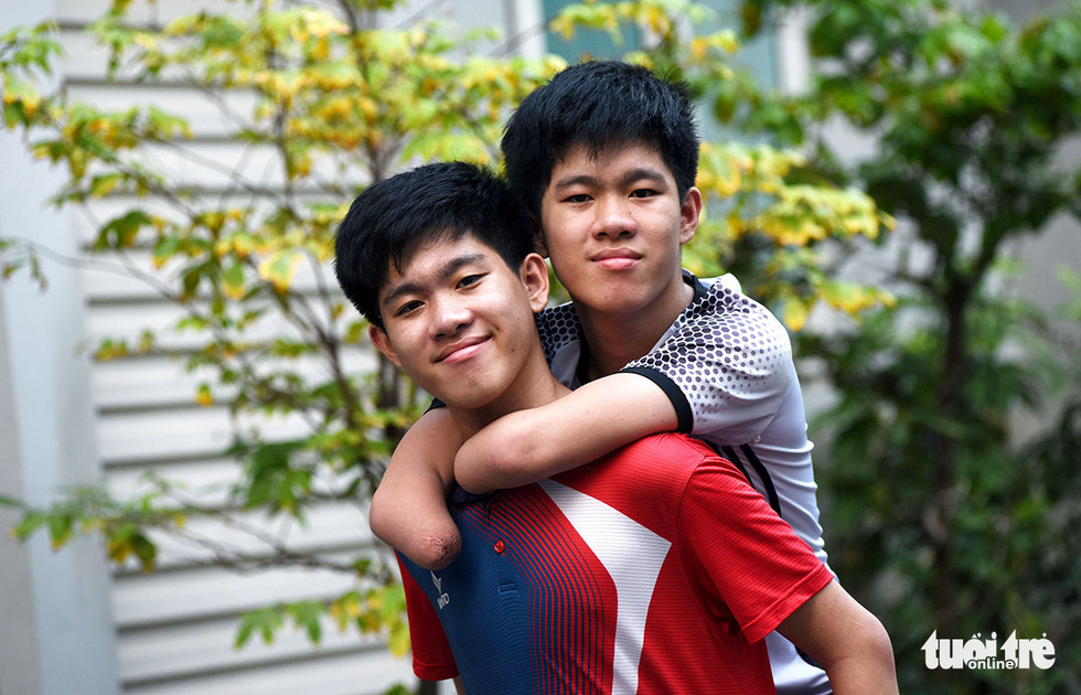 Brotherly love in Vietnam: Twin acts as arms, legs of younger brother