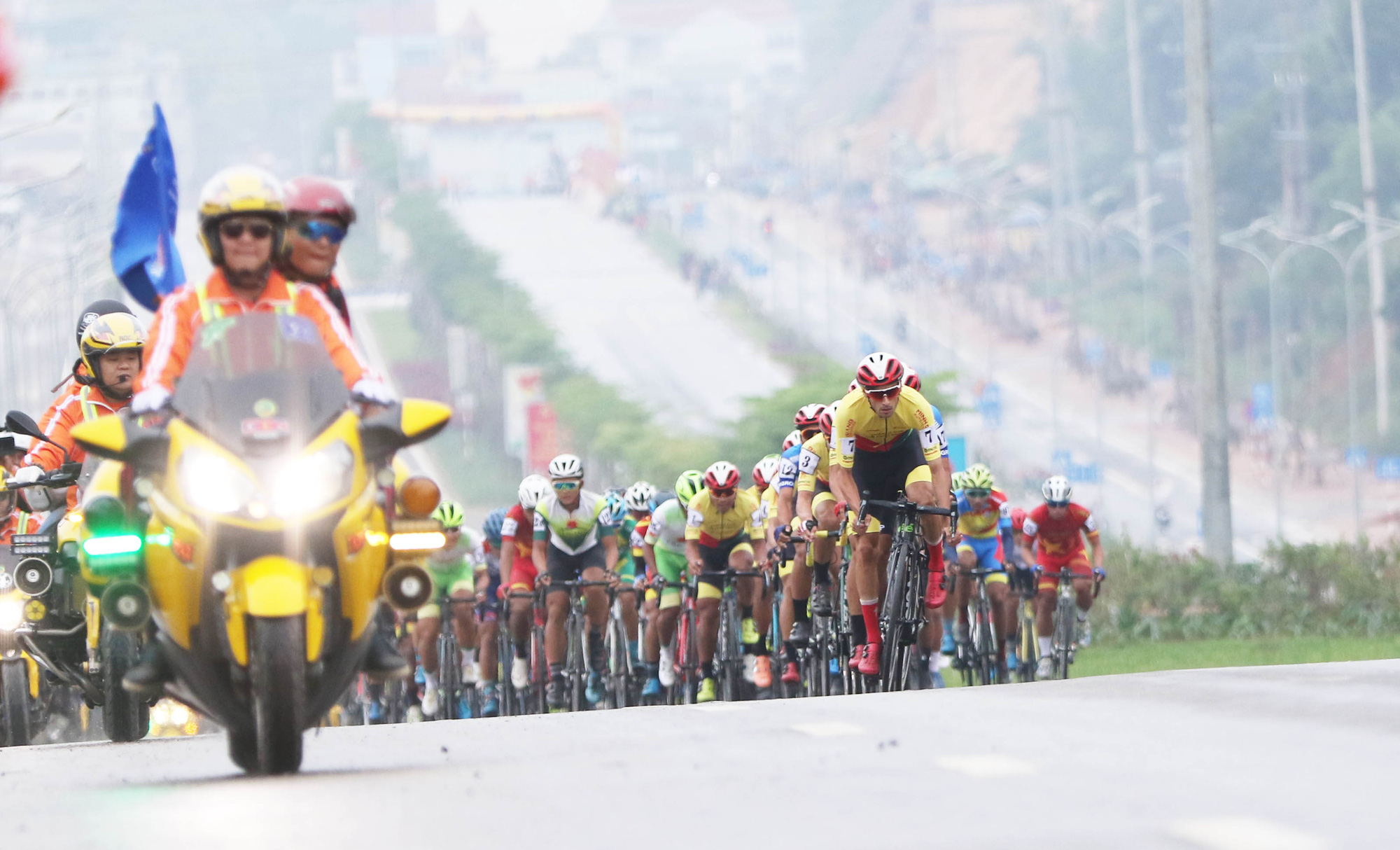 Cyclists race in the opening stage at the HTV Cup national cycling tournament in Cao Bang Province, Vietnam, April 6, 2021. Photo: T.P. / Tuoi Tre