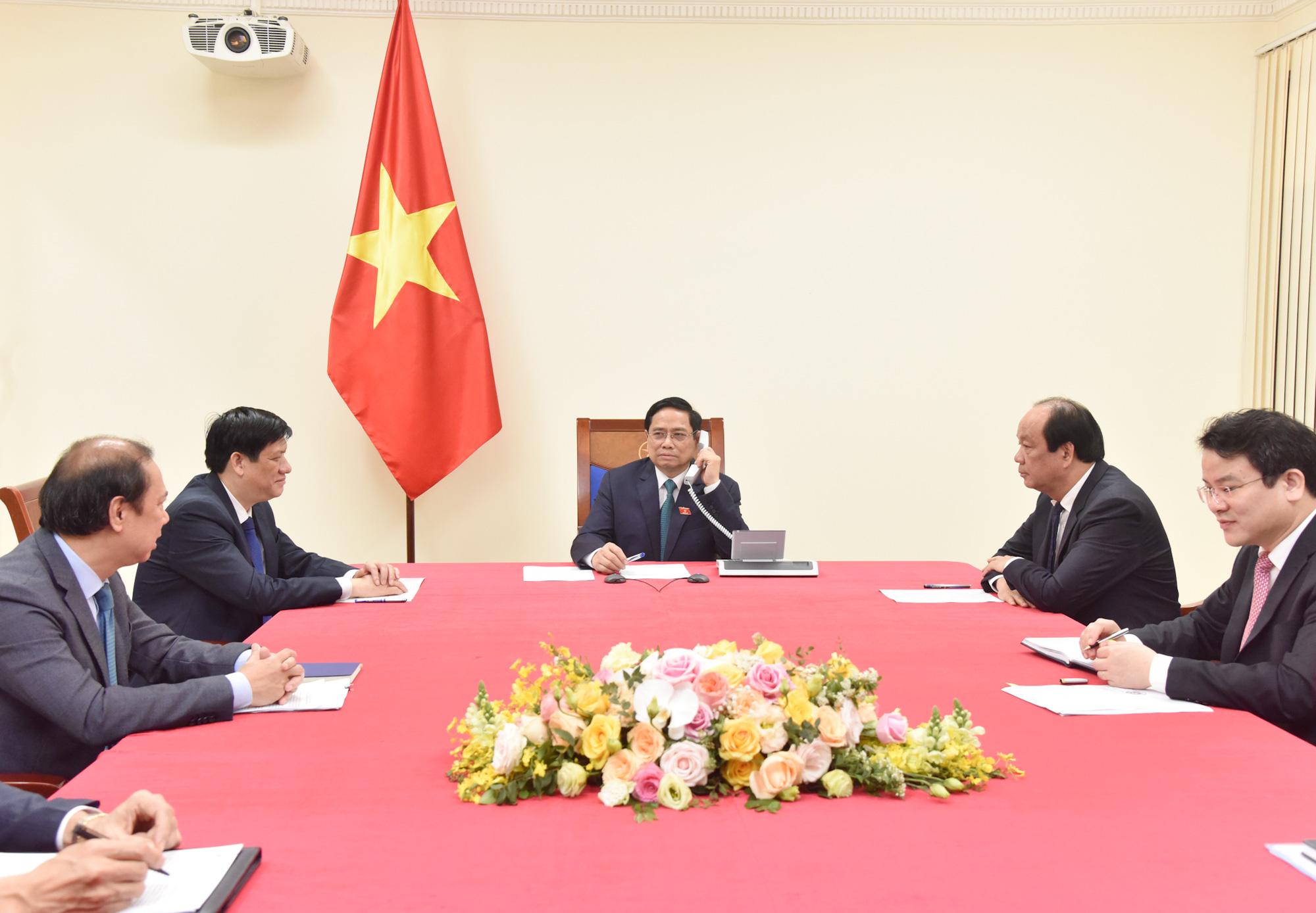 Vietnamese Prime Minister Pham Minh Chinh holds phone talks with Laotian Prime MinisterPhankham Viphavanh, April 6, 2021. Photo: Vietnam Government Portal