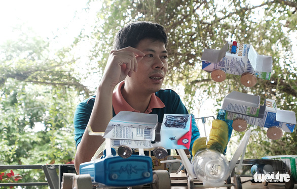 In Hanoi, zero-cost toys connect family members