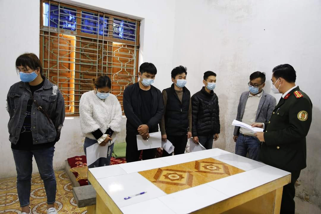 A group of six Chinese people, who made illegal entries into Vietnam, at the police station in Hai Duong Province. Photo: Hai Duong Province police