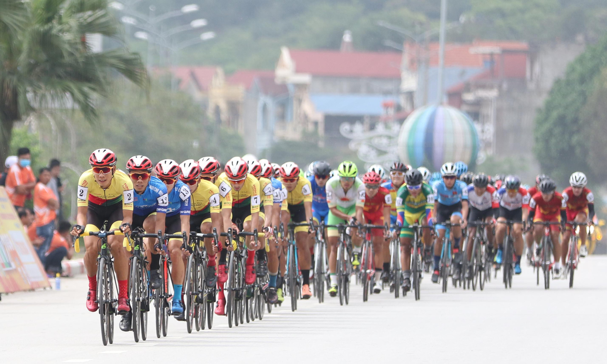 Cyclists race in the third stage of the HTV Cup national cycling tournament in Lang Son Province, Vietnam, April 8, 2021. Photo: T.P. / Tuoi Tre