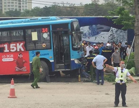 Sidewalk pedestrian killed after bus jumps curb in Vietnam