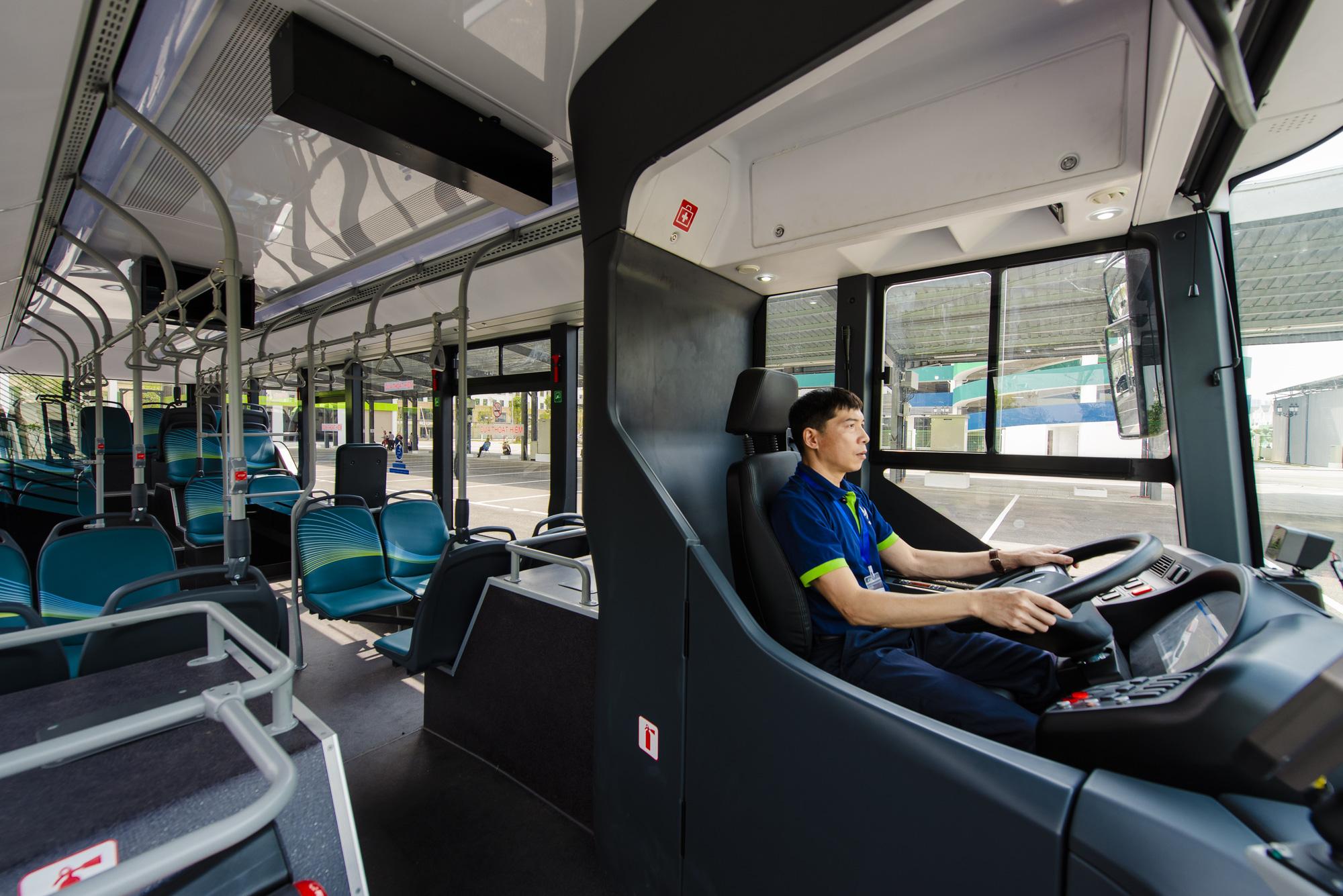 Inside a VinBus smart e-bus. Photo: Tuan Phung / Tuoi Tre