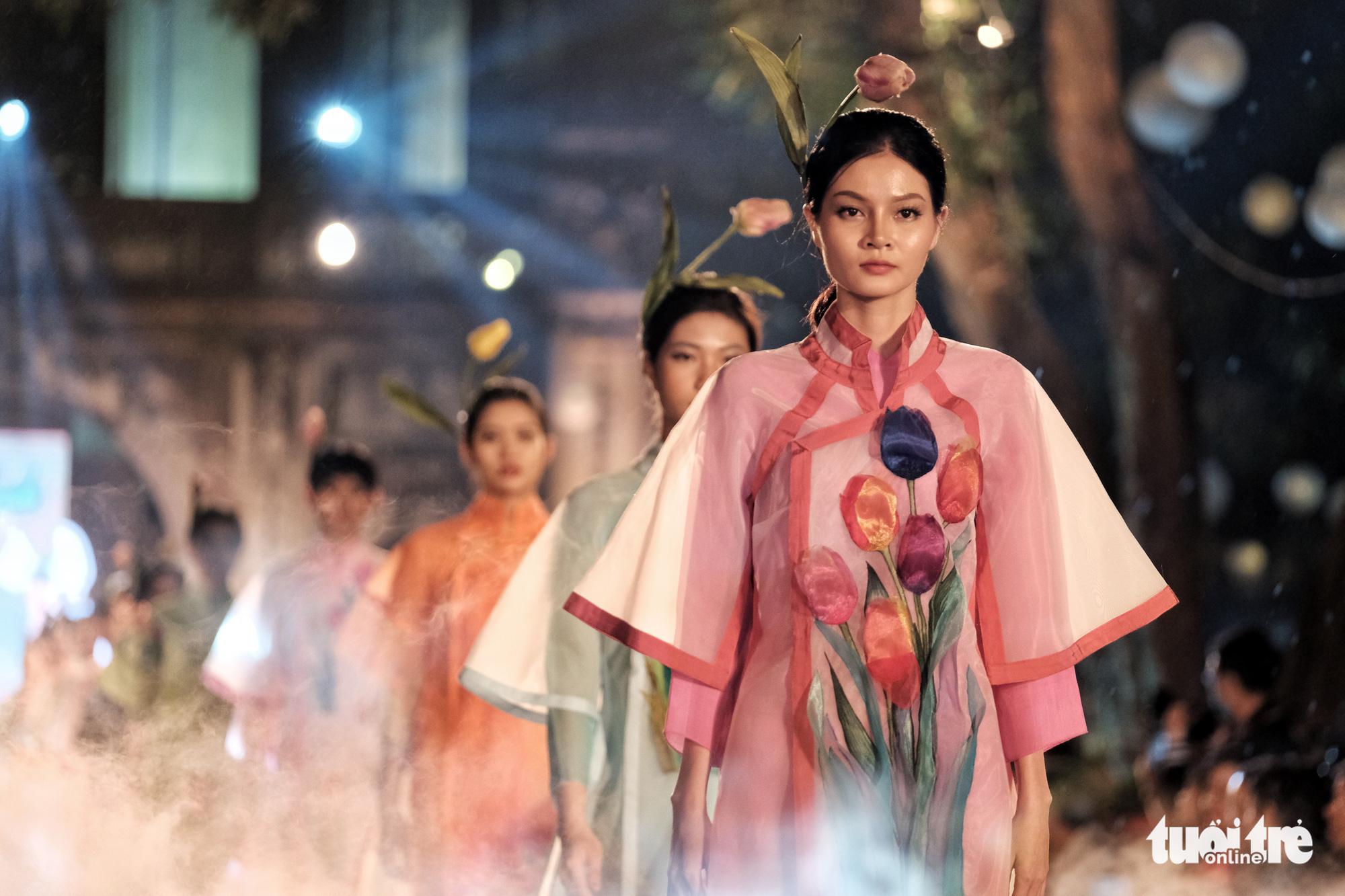 Hanoi ao dai fashion show honors Vietnam's heritage, women beauty
