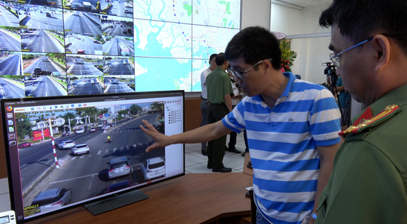 The monitoring screen board, which shows live surveillance footage from National Highway No.51, in the headquarters of Ba Ria – Vung Tau Municipal Police Department. Photo: D.H. / Tuoi Tre