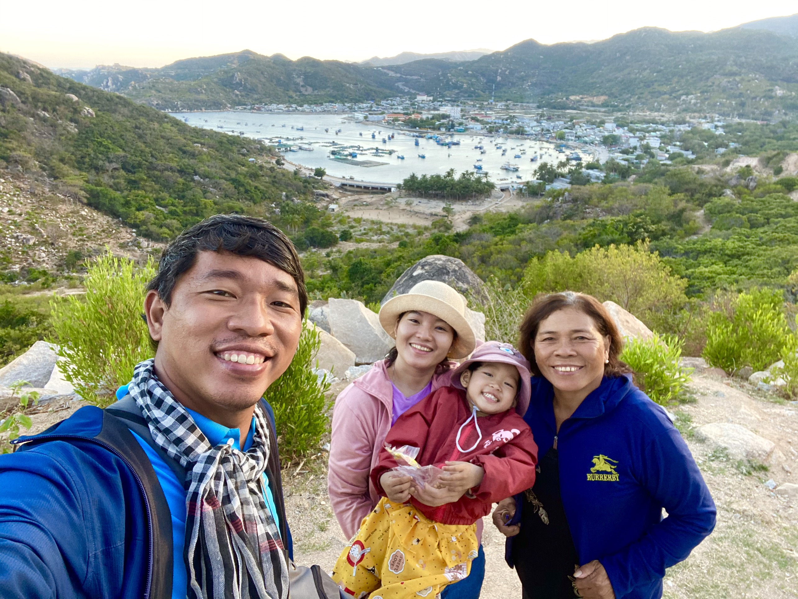 Vietnamese couple take 3-yo daughter on road, finish 1,500km by motorbike