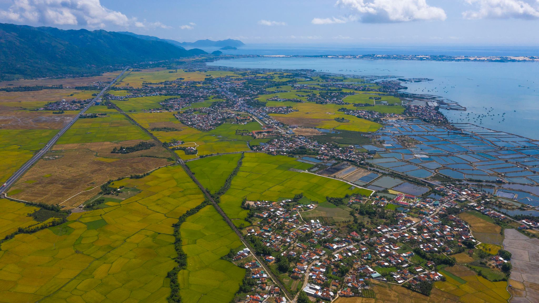 A bird-eye photo taken by Quang Dinh on his trip through the coastal central province of Khanh Hoa