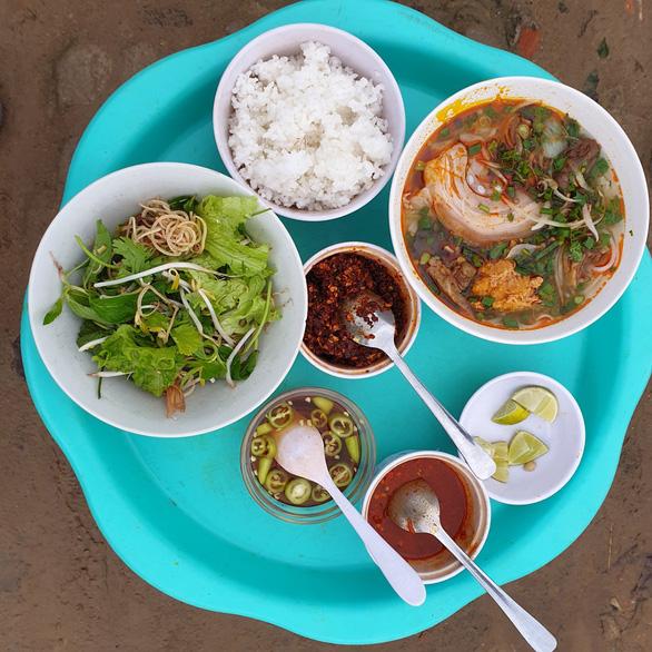 Leftovers: In Vietnam's Hue, yesterday's rice is today's hot menu item