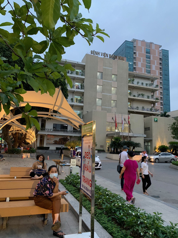 Vietnam's leading hospital reports mass departure of staffers, doctors