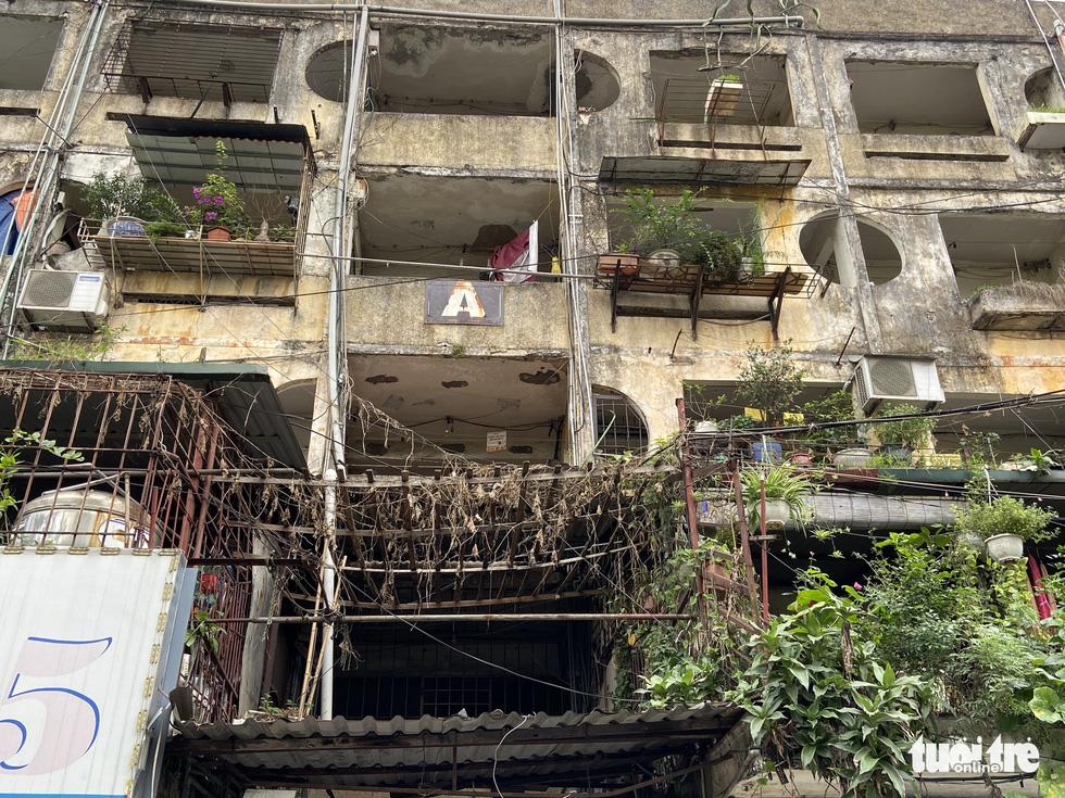 The façade of block A in Ba Dinh District's Ngoc Khanh condominium. – Photo: Quang The / Tuoi Tre