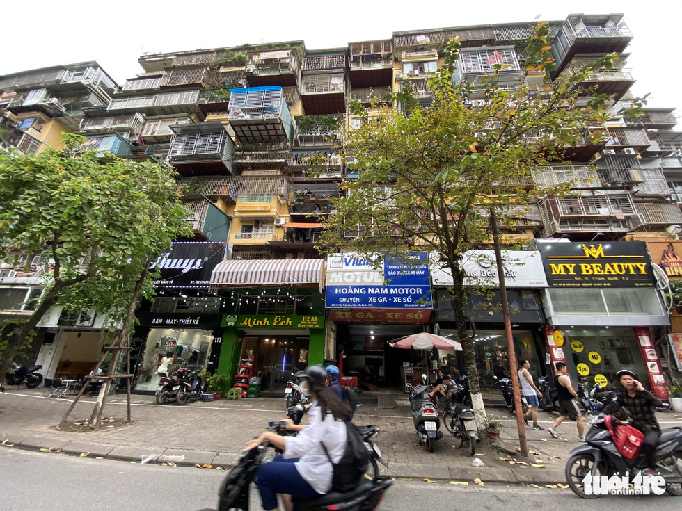 Enlarged apartments in Ba Dinh District's Giang Vo condominium area from Tran Huy Lieu Street. – Photo: Quang The / Tuoi Tre