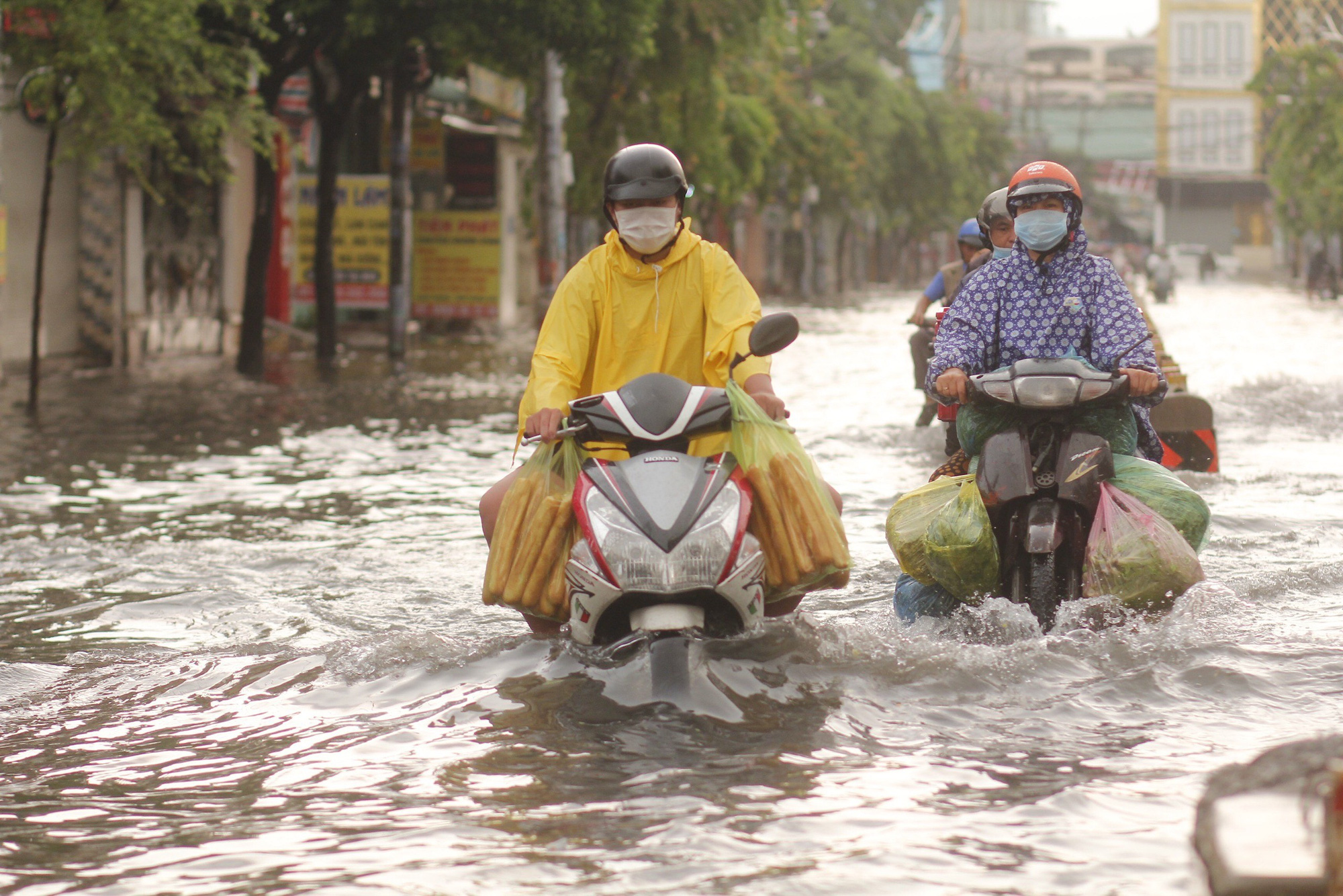 Early morning downpour sinks parts of Ho Chi Minh City