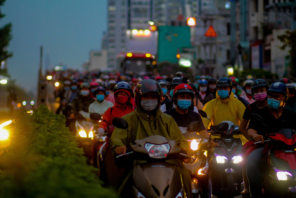 Torrential rain causes long traffic delays in Ho Chi Minh City during rush hour
