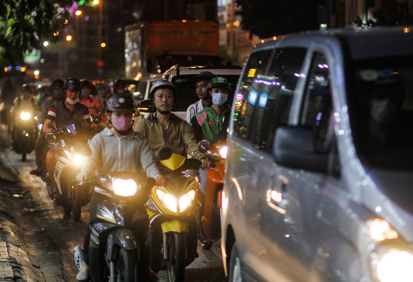 Commuters slog through traffic jam in Ho Chi Minh City, April 15, 2021. Photo: Chau Tuan / Tuoi Tre