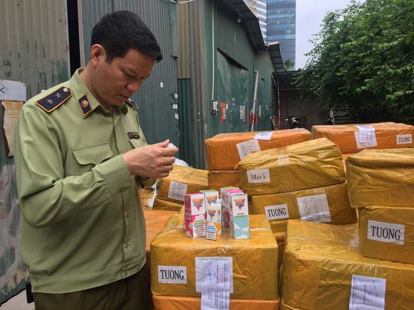 Nearly 14,000 e-liquid tubes seized in Hanoi