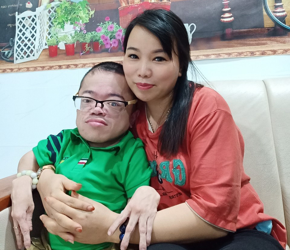 Pham Huu Tho (left) and his girlfriend Pham Thanh Hoa are seen in this provided photo.