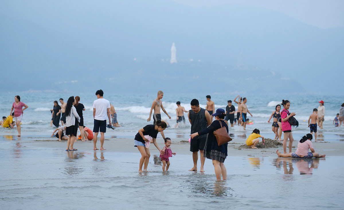 People enjoy their time at My Khe Beach in Quang Nam Province, Vietnam in early April 2021. Photo: Tan Luc / Tuoi Tre