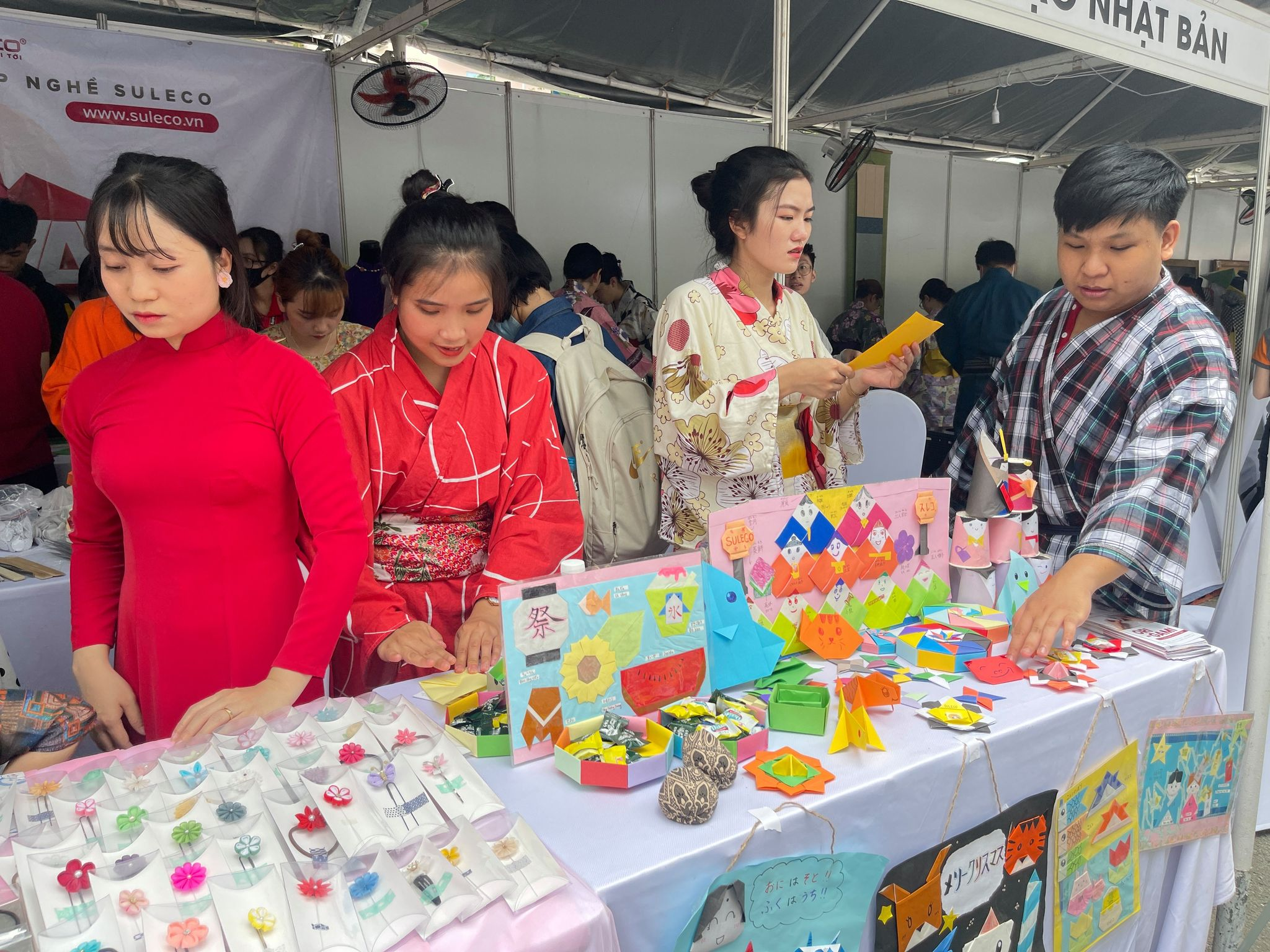 Paper craft products are displayed at a booth at the Japan Vietnam Festival in Ho Chi Minh City on April 17, 2021. Photo: Dong Nguyen / Tuoi Tre News
