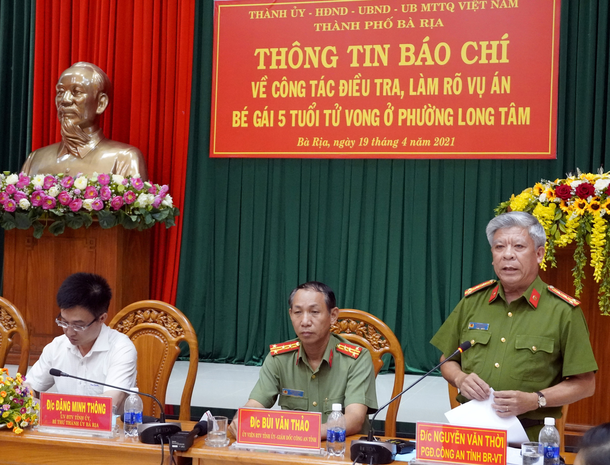 Colonel Nguyen Van Thoi, director of the Ba Ria - Vung Tau Department of Public Security, speaks at a press conference on the case on April 19, 2021. Photo: D.H. / Tuoi Tre