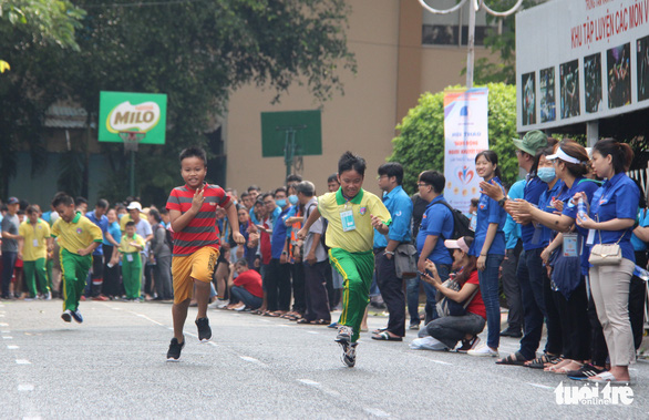 Youths with disabilities compete in track running in a sports tournament held on April 18, 2021 in Tan Binh Sports Center in Tan Binh District, Ho Chi Minh City. Photo: Cong Trieu / Tuoi Tre