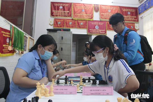 Youths with disabilities compete in chess in a sports tournament held on April 18, 2021 in Tan Binh Sports Center in Tan Binh District, Ho Chi Minh City. Photo: Cong Trieu / Tuoi Tre