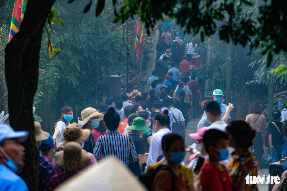 Thousands of people visit the Hung Kings temple in Phu Tho Province, Vietnam, April 20, 2021. Photo: Nam Tran / Tuoi Tre