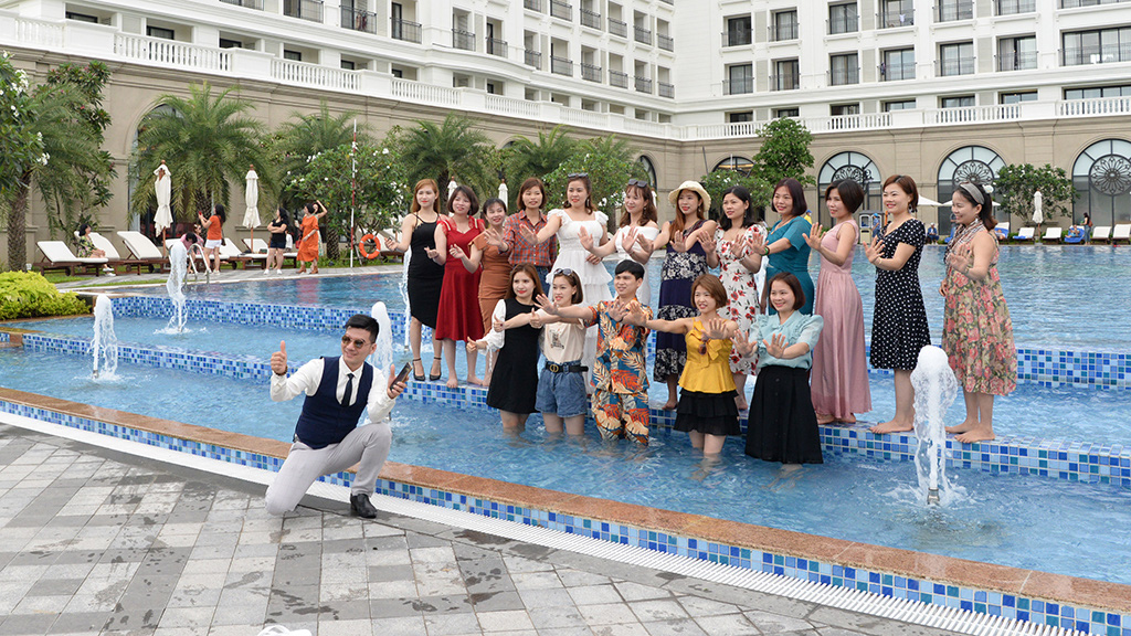 Visitors pose for a photo at VinHolidays Fiesta Phu Quoc on Phu Quoc Island, Kien Giang Province, Vietnam, April 19, 2021. Photo: T.T.D. / Tuoi Tre