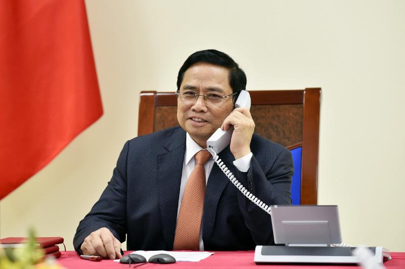 Vietnamese, Singaporean prime ministers discuss bilateral ties during phone talks