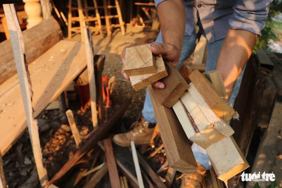 Wood pellets used by Tran Minh Tan to create miniatures. Photo: Hoang An / Tuoi Tre