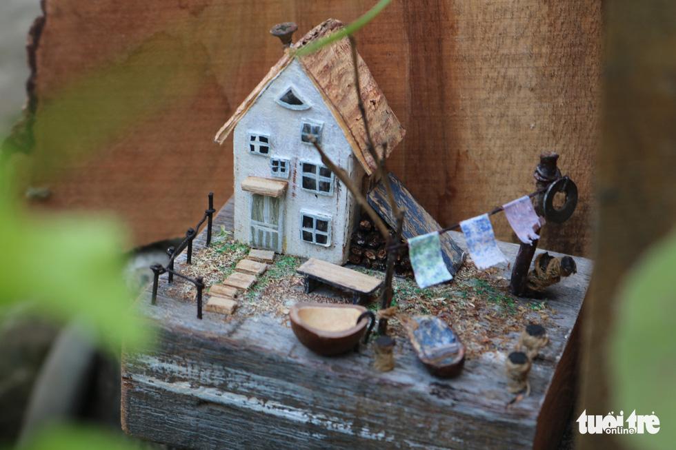 A miniature made by Tran Minh Tan. Photo: Hoang An / Tuoi Tre