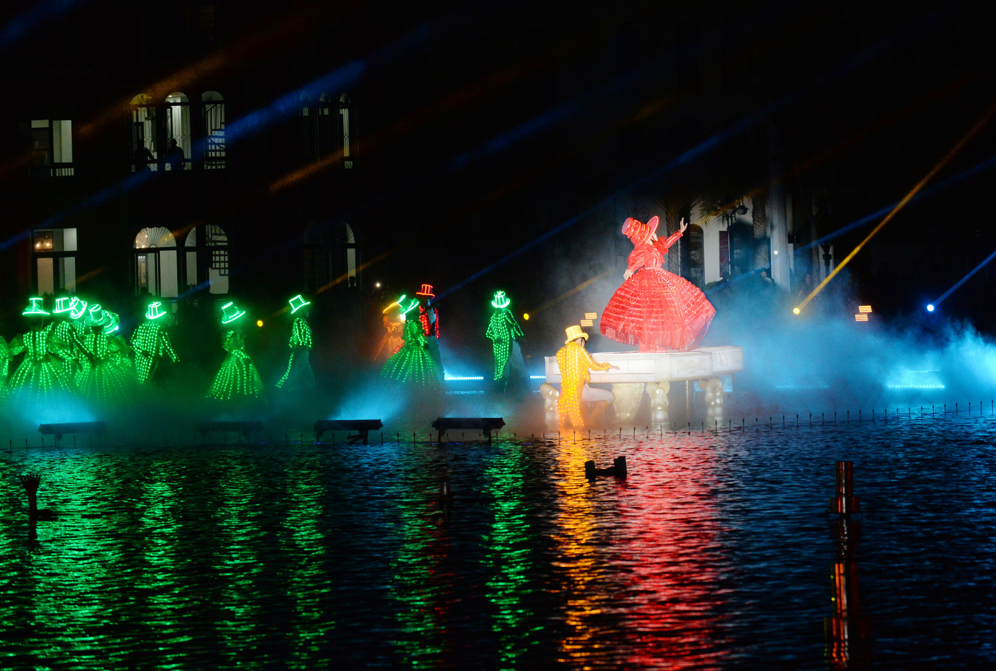 A performance part of 'The Color of Venice' super show. Photo: Tuoi Tre