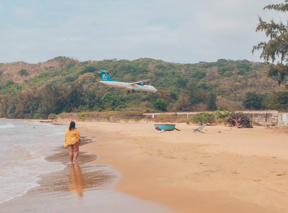 Watching jets land just meters from one of world's most beautiful beaches in Vietnam