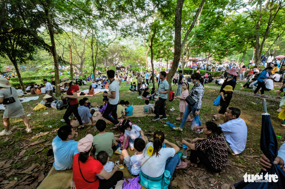 Visitors picnic at the Hung King Temple relic site in Phu Tho Province, Vietnam, April 21, 2021. Photo: Nam Tran / Tuoi Tre