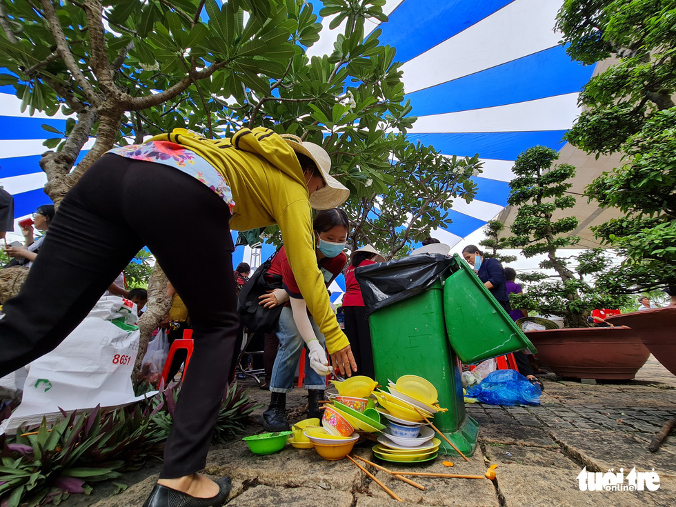 Piles of dirty dishes are placed next to a garbage bin at Hung Kings Temple in Thu Duc City, Ho Chi Minh City, April 21, 2021. Photo: Tuoi Tre