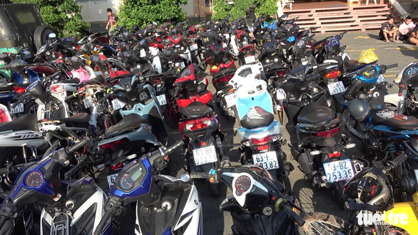 Seized motorbikes at police headquarters in Cai Lay Town, Tien Giang Province on April 11, 2021. Photo: Hoai Thuong / Tuoi Tre