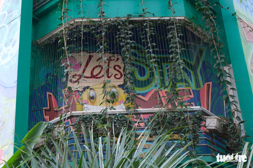 'Stay Strong – Let's Stay Home' is what Le Long, a street artist, wants to convey via his spray-painted murals on the walls of a house at the Van Phu residential quarter in Ha Dong District, Hanoi. Photo: Ha Thanh