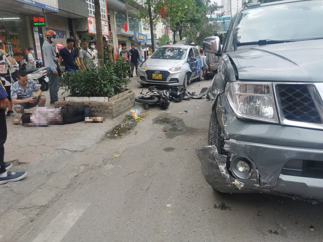 Two hospitalized after pickup truck hits cars, motorbikes in Hanoi