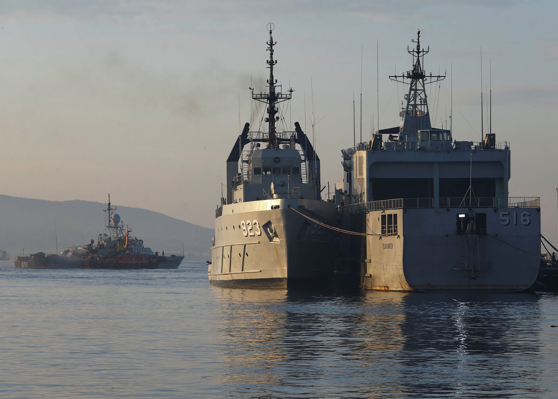 Indonesian Navy's ships are seen at the Tanjung Wangi port as the search continues for the missing KRI Nanggala-402 submarine in Banyuwangi, East Java Province Indonesia, April 25, 2021. Photo: Reuters