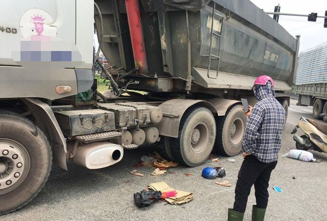Mother, daughter killed as truck hits motorbike in north-central Vietnam