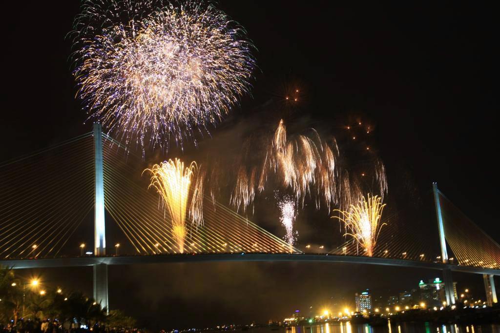 Da Nang, Quang Ninh follow Ho Chi Minh City to scrap Reunification Day pyrotechnic shows