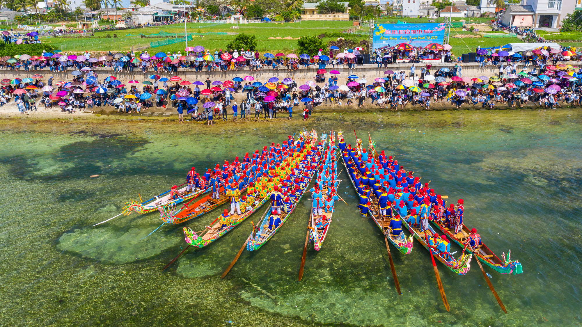 Island district's century-old boat racing festival becomes Vietnam's national heritage