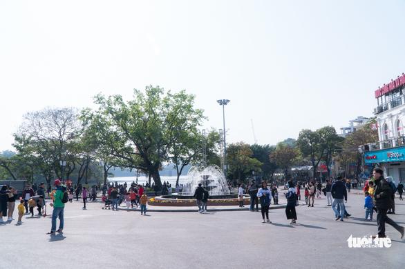 Hanoi closes pedestrian streets, festivals for fear of COVID-19 spread