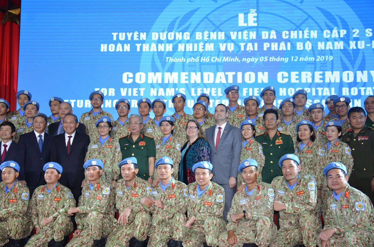 U.S. Consul General Marie Damour (middle) and Vietnamese leaders, including Deputy Minister of Defense Lieut. Gen. Nguyen Chi Vinh, participated in the commendation of the first level 2 field hospital after completing their duties in South Sudan, held in Ho Chi Minh City, December 5, 2019. Photo: U.S. Consulate in Ho Chi Minh City